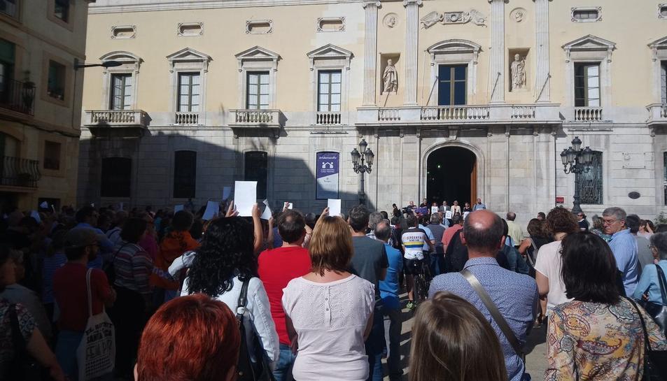 Concentraciones en Ayuntamientos e instituciones de Tarragona en apoyo a Sànchez i Cuixart 2