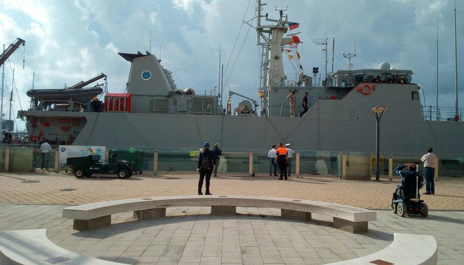 Imatge d'un dels vaixells de l'Armada atracats al Moll de Costa.