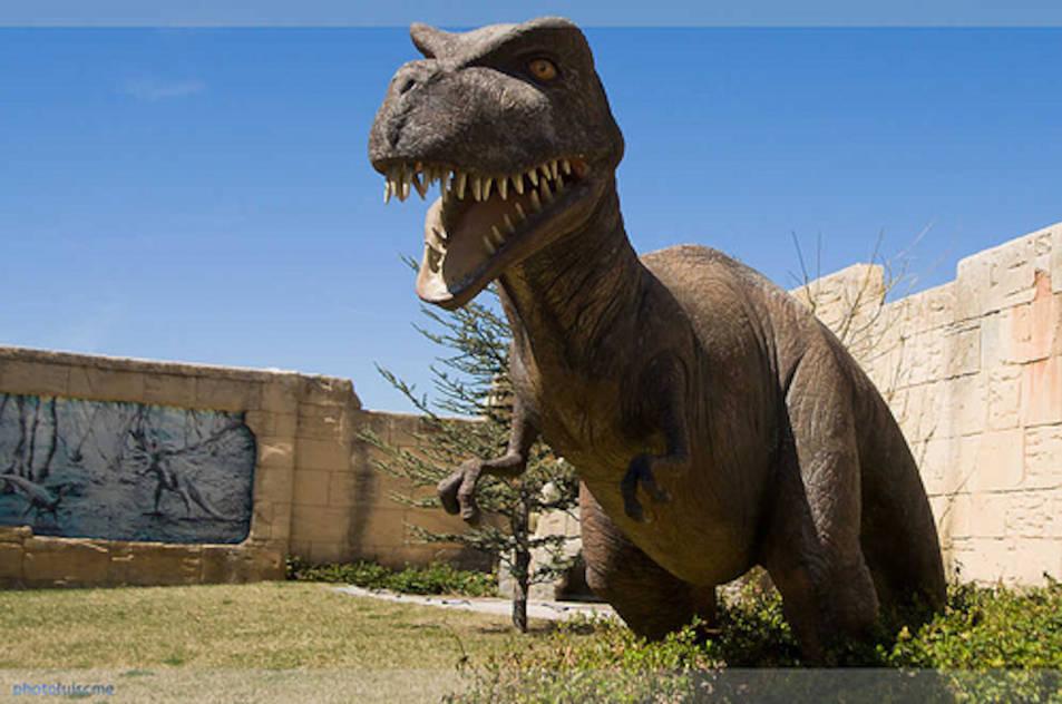 Imatge d'un dinosaure al parc Dinòpolis, Terol.