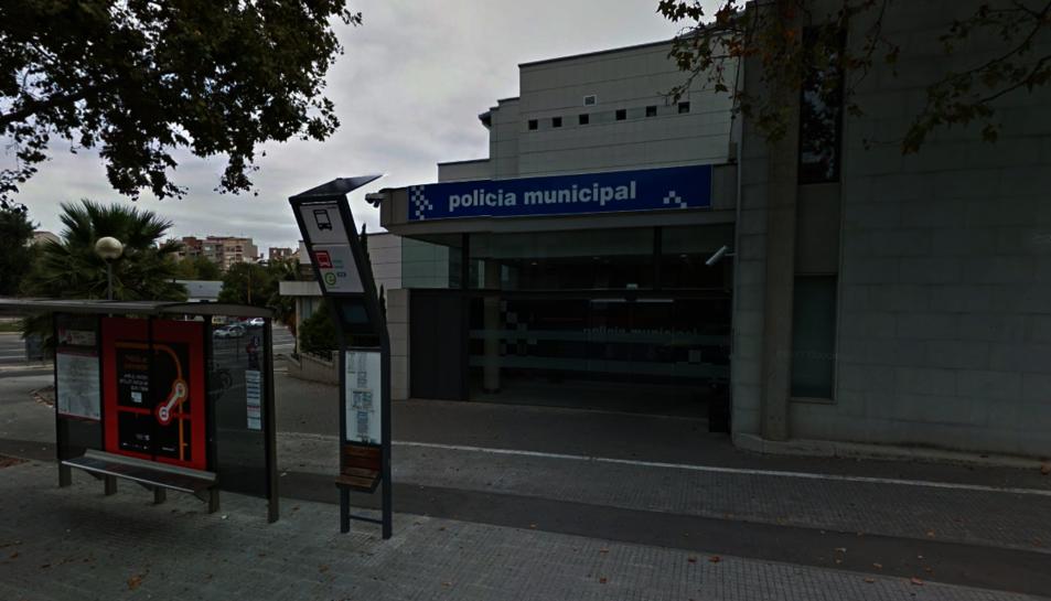 Imatge de la façana exterior de l'edifici de la Policia Municipal de Terrassa.