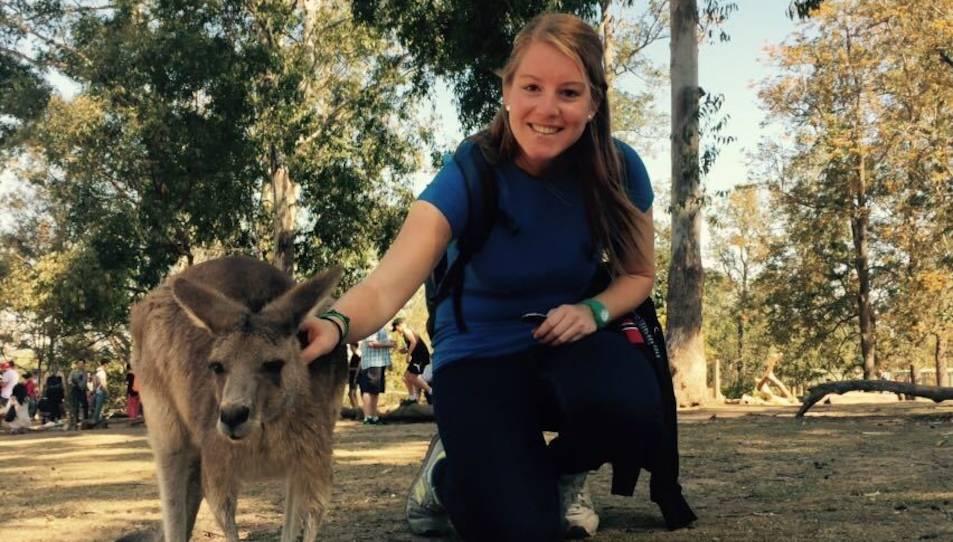 La Laura durant la seva visita a un santuari d'animals.