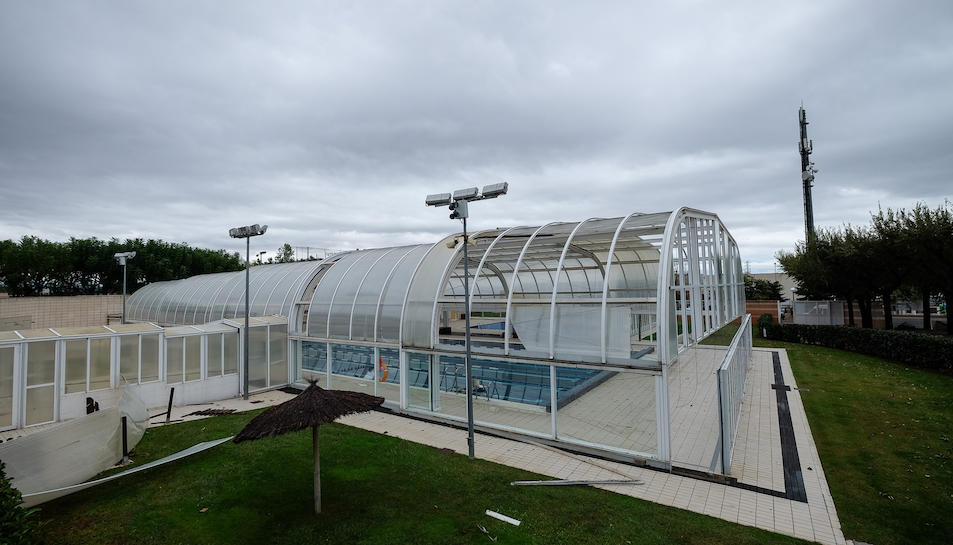 El temporal va malmetre la coberta d ela piscina municipal de la Pobla.
