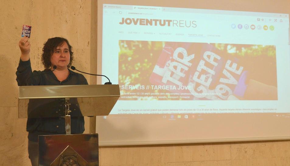 Imatge de la regidora Montserrat Flores durant la presentació de la nova Targeta Jove de Reus.