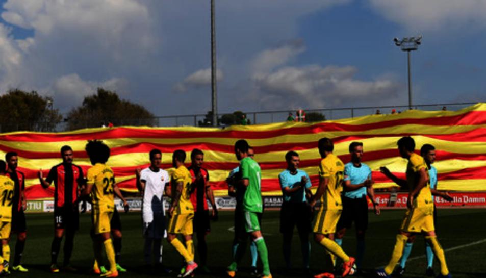La senyera desplegada pel Club de Futbol Reus.