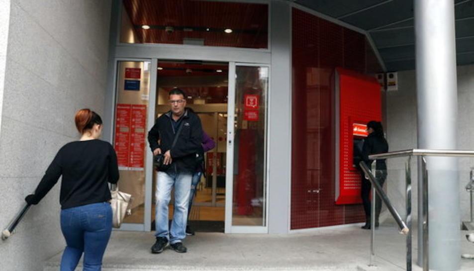 Oficinas La Caixa Santander Of Goteo De Clientes En Las Oficinas Bancarias De Reus Para