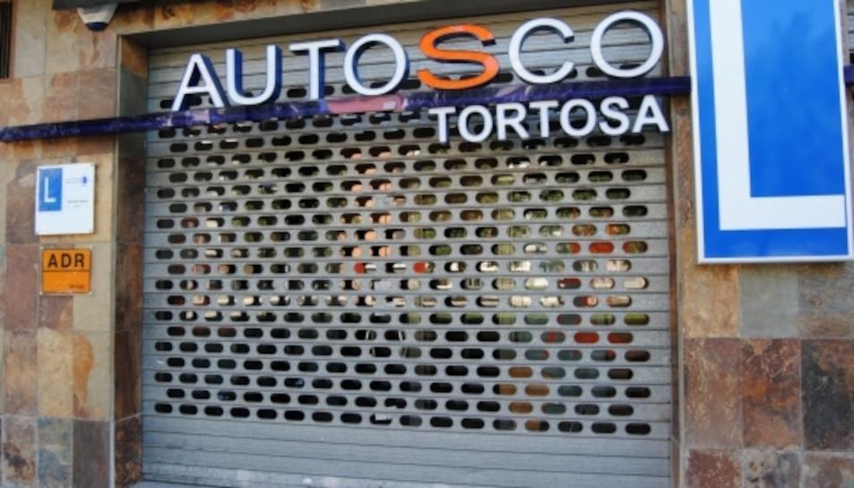 Instal·lacions de l'autoescola Roquetes-Temple precintades després de l'operació policial contra el presumpte frau dels exàmens de conduir.