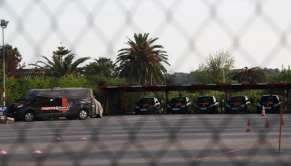 Vehicles de l'autoescola Roquetes-Temple intervinguts per ordre judicial al dipòsit de la C-12 propietat de l'autoescola.