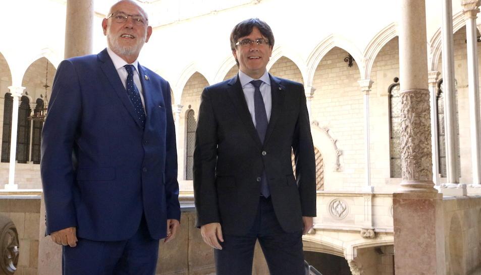 El president de la Generalitat, Carles Puigdemont, amb el fiscal general de l'Estat, José Manuel Maza
