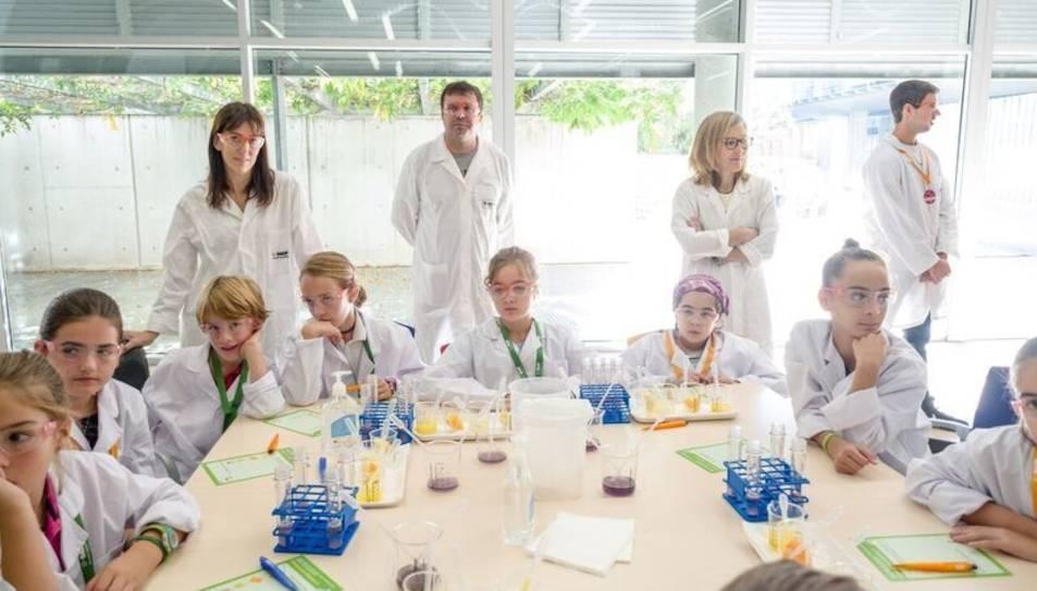 Infants participant a les activiitats promogudes per BASF.