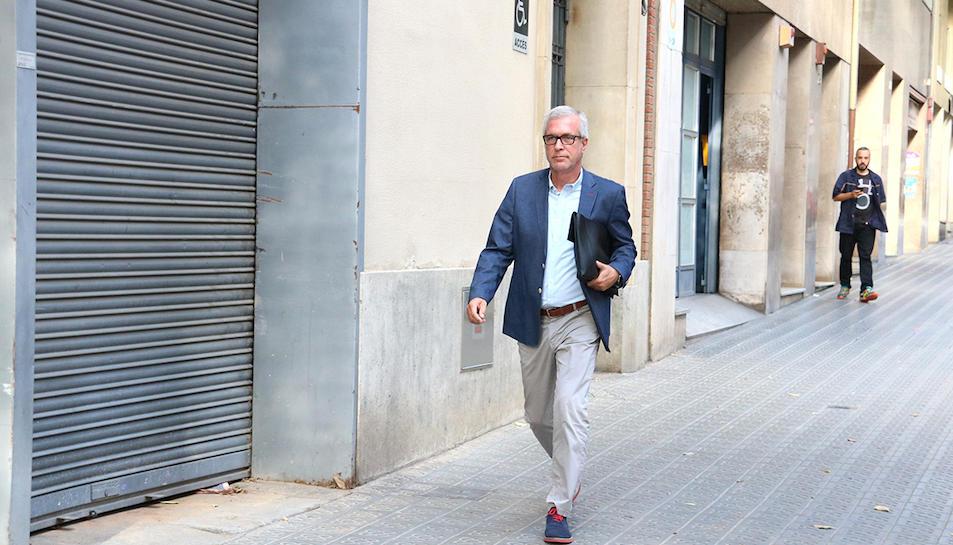 L'alcalde de Tarragona, Josep Fèlix Ballesteros, arribant a la seu del PSC a Barcelona.