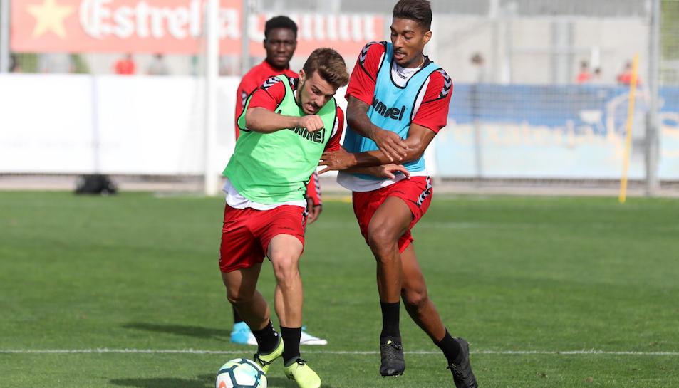 Eddy Silvestre, a la dreta de la imatge, amb Juan Muñiz, durant un entrenament de la setmana passada a Salou.