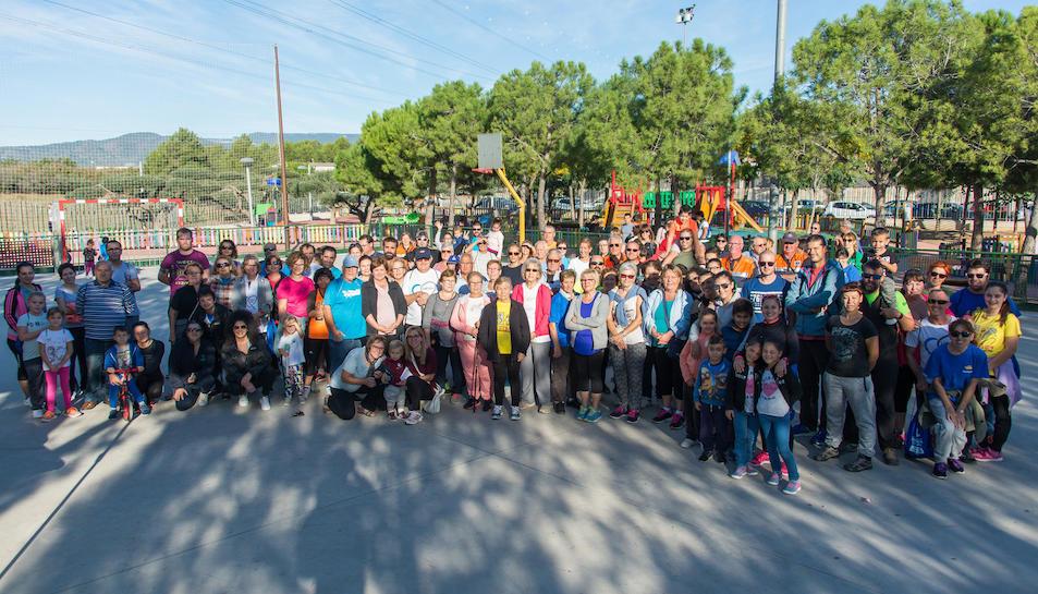 Imatge dels participants de la caminata popular.