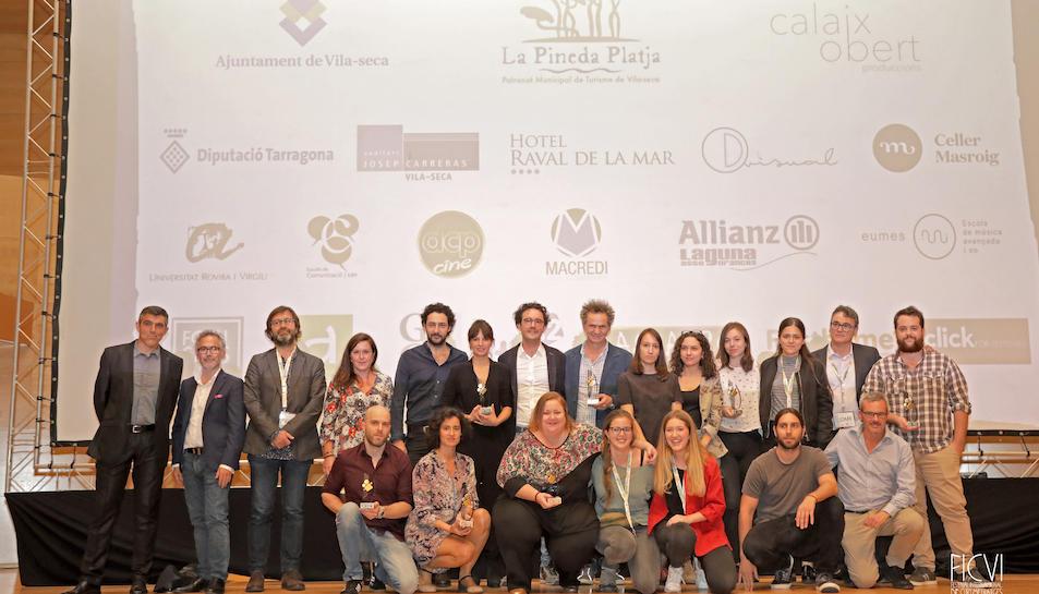 Fotografia de grup del jurat i els premiats en el FICVI 2017.