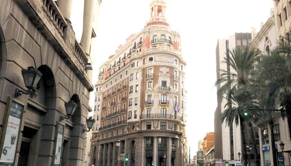Imatge general de l'edifici del Banc de València, on s'ha traslladat la seu social de CaixaBank.