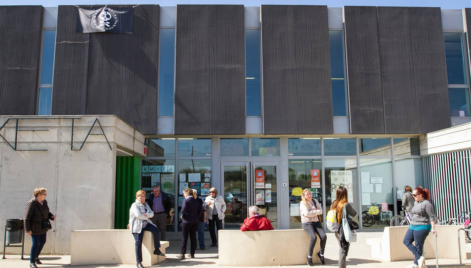La façana de l'Escola La Vitxeta de Reus.