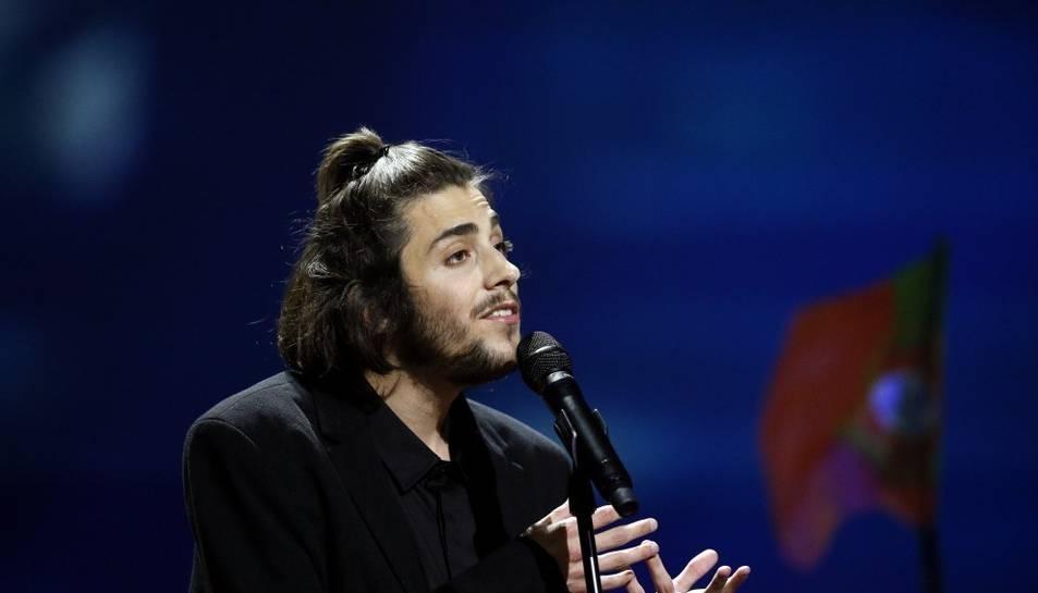 El músic Salvador Sobral durant l'actuació al Festival d'Eurovisión.