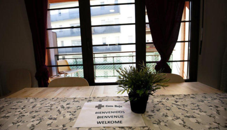 Imatge de l'interior d'un pis d'acollida de refugiats a Barcelona.