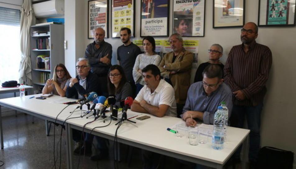Fotografia de família dels representants de totes les entitats que formen part del Marc Unitari de la Comunitat Educativa (MUCE)