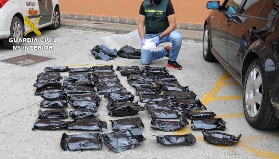 El grup criminal es dedicava al tràfic de drogues de forma internacional.