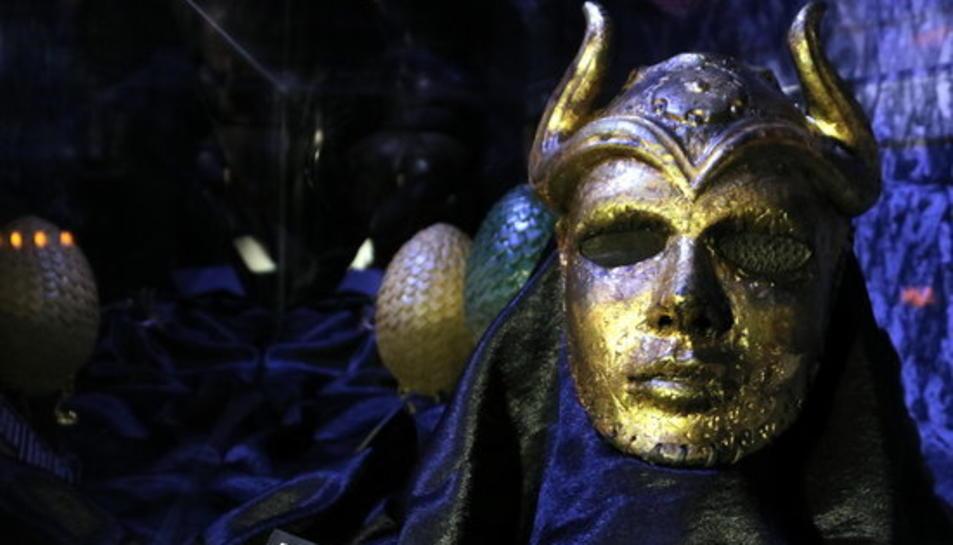 Una de les màscares de la mostra 'GAME OF THRONES: THE TOURING EXHIBITION' dedicada a 'Joc de Trons' al Museu Marítim de Barcelona.
