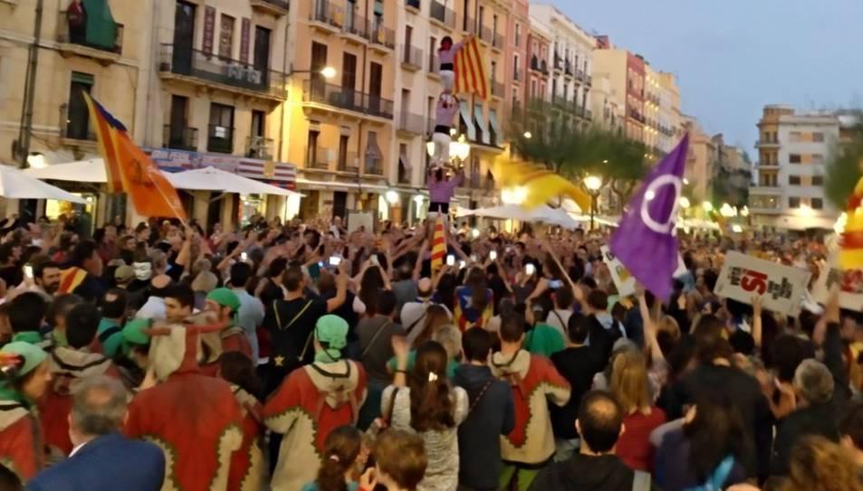 La Colla Jove Xiquets de Tarragona també s'ha desplaçat fins a la plaça de la Font.