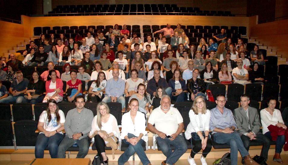 L'alcalde del Morell, amb la delegació holandesa de professors i estudants.