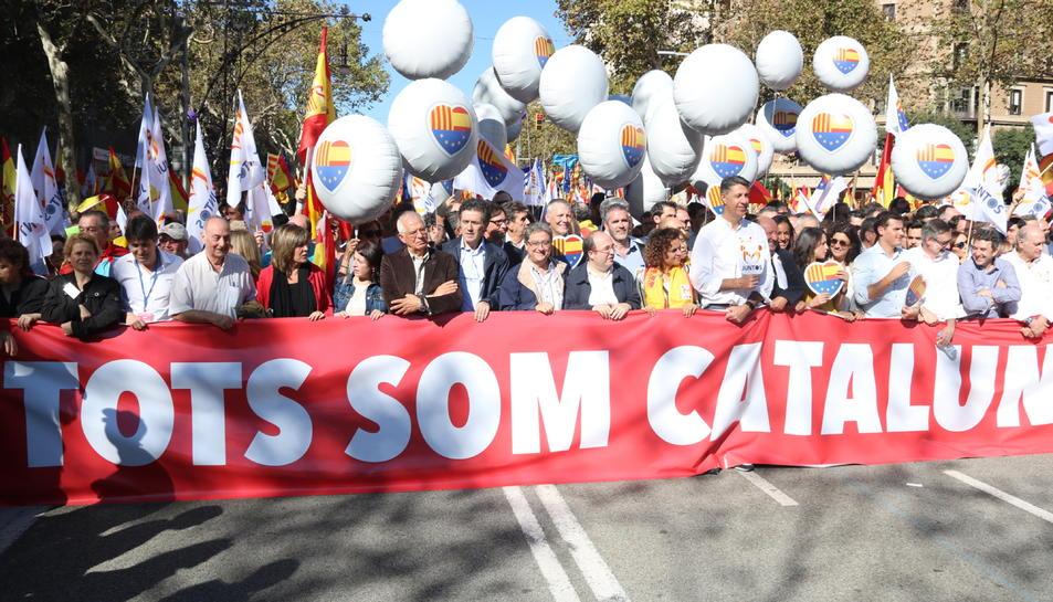 Capçalera de la manifestació amb representants de SCC, PP, Cs i PSC.