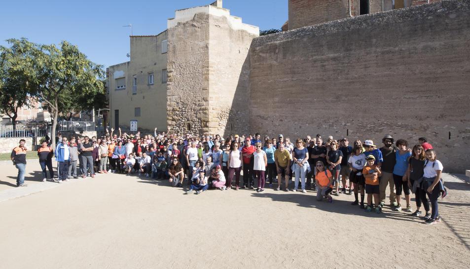 Fotografia de grup dels participants en la Caminada Popular de germanor organitzada conjuntament entre Constantí i la Canonja.