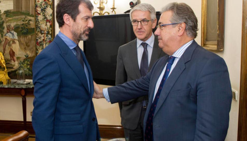 El nou cap dels Mossos d'Esquadra, el comissari Ferran López, amb el ministre de l'Interior, Juan Ignacio Zoido, en la reunió a Madrid, el 30 d'octubre del 2017.