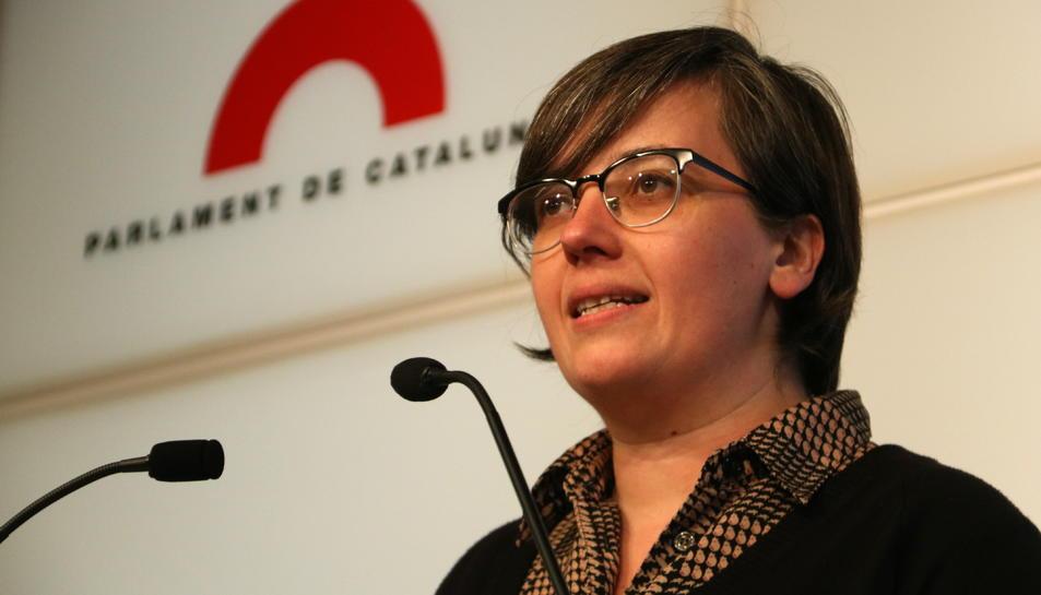 La presidenta del grup parlamentari de la CUP, Mireia Boya, en roda de premsa al Parlament, aquest 30 d'octubre.