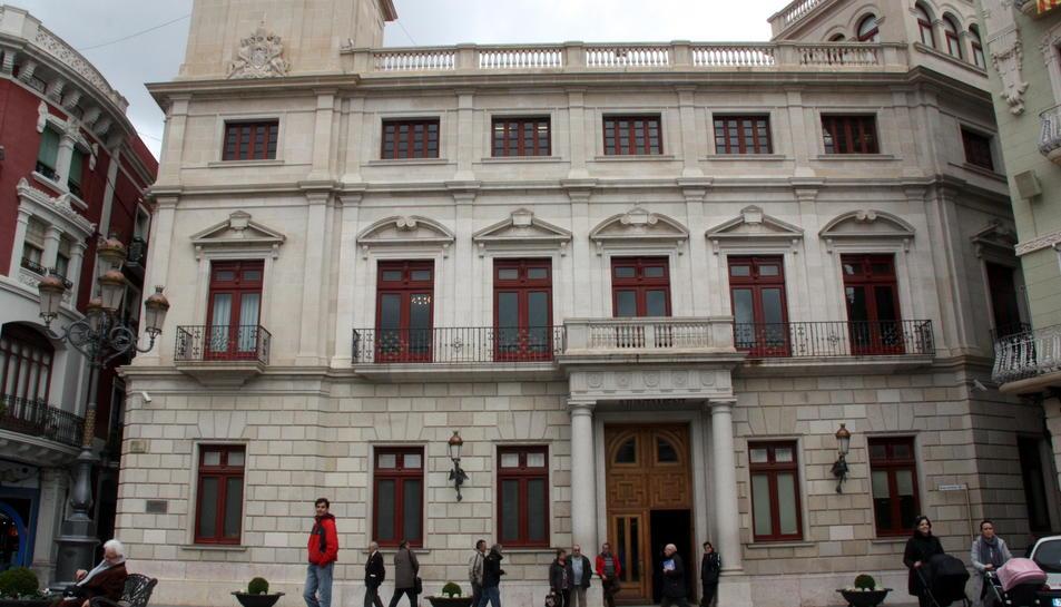 Façana de l'Ajuntament de Reus, situat a la plaça del Mercadal.