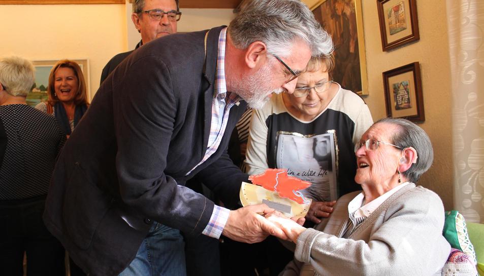 Homenatge a la centenària de Roquetes Josefina Audí.