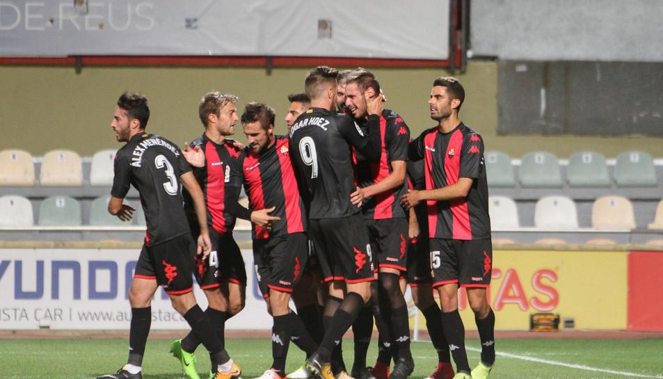 Els jugadors del Reus celebrant un dels gols del partit contra el Valladolid.