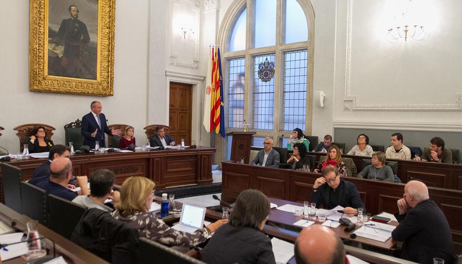 Un instant de la sessió plenària celebrada ahir dilluns, la qual va allargar-se durant més de quatre hores.