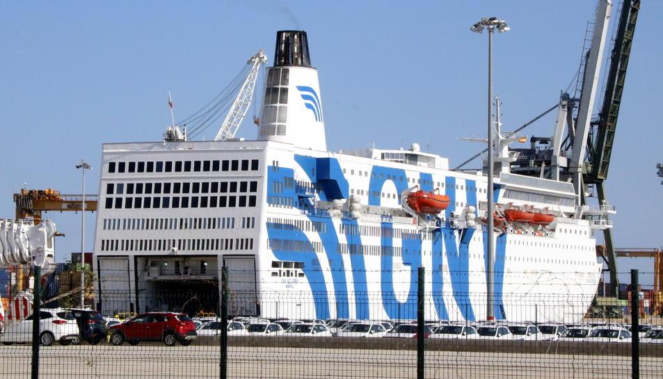El creuer GNV Azzurra, atracat al Port de Tarragona per ordre de l'Estat des del 20 de setembre.