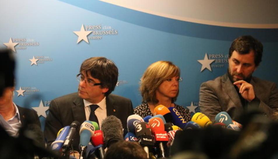 Puigdemont i la resta de consellers durant la roda de premsa aquest 31 d'octubre a Brussel·les.
