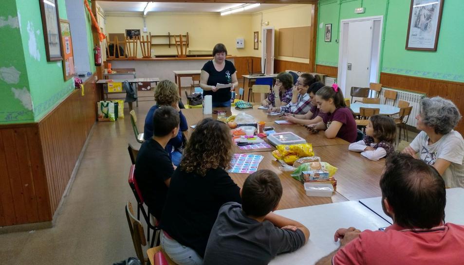 El taller el va impartir Mònica Roig i va comptar amb assistents de totes les edats.