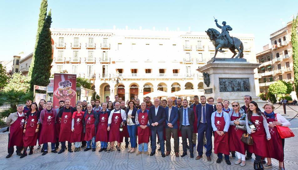Tradicional foto de família dels participants a la nova edició del Ganxet Pintxo.
