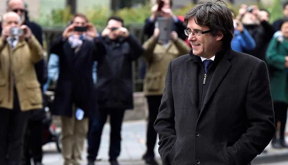 Carles Puigdemont arriba a la roda de premsa a Brussel·les el passat 31 d'octubre.