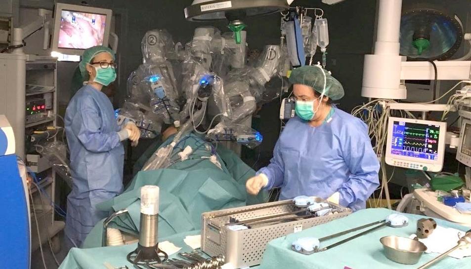 Imatge d'un instant de la primera cirurgia robòtica toràcica realitzada al Joan XXIII.