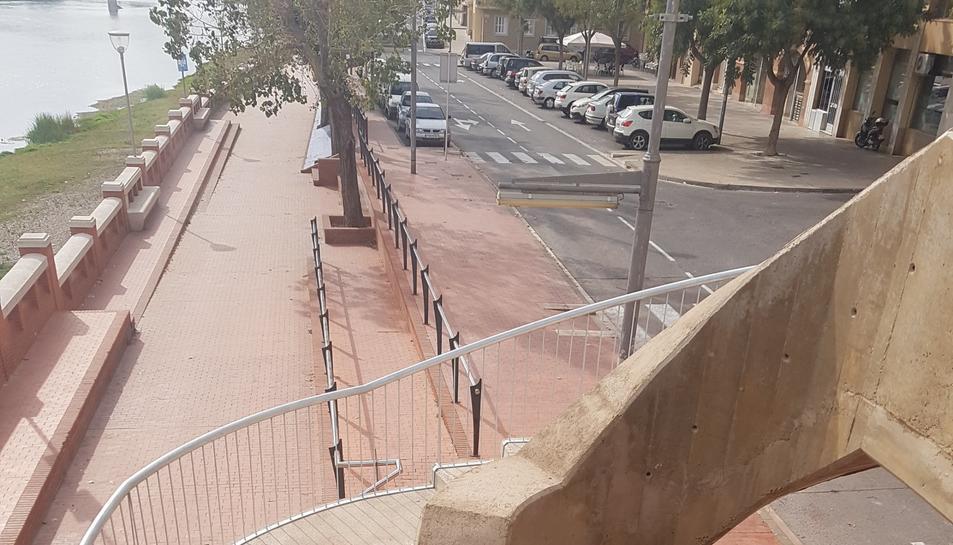 Escales d'accés al pont de l'Estat al barri de Ferreries de Tortosa, aquest 2 de novembre