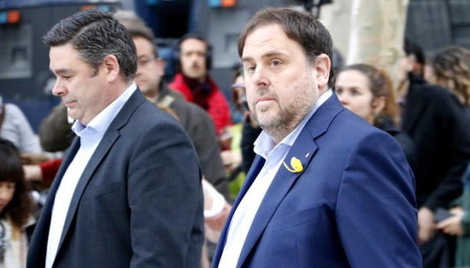El vicepresident cessat Oriol Junqueras, amb el seu advocat en arribar a l'Audiència Nacional.