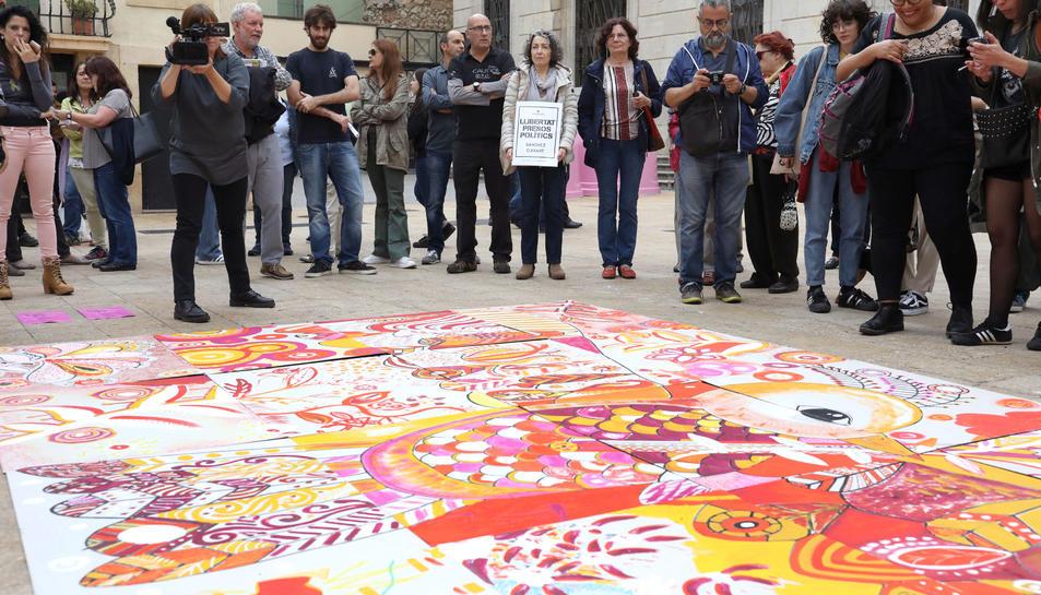 El mural de l'esdeveniment Big Draw a la plaça de la Font