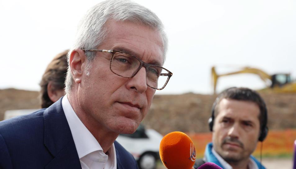 L'alcalde Josep Fèlix Ballesteros, aquest dimecres a la visita d'obres de l'antiga circumval·lació.