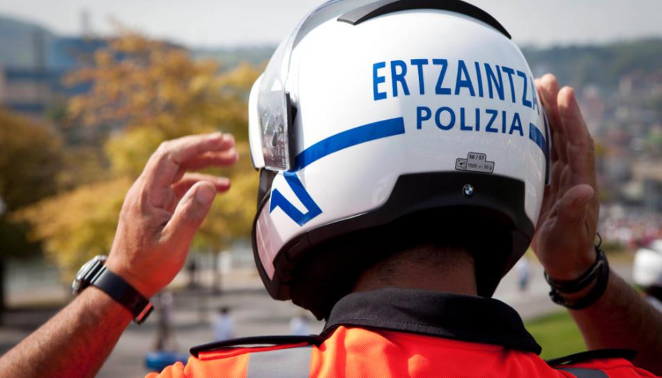 El matricida va trucar a l'Ertzaintzaper oferir informació sobre traficants de droga.