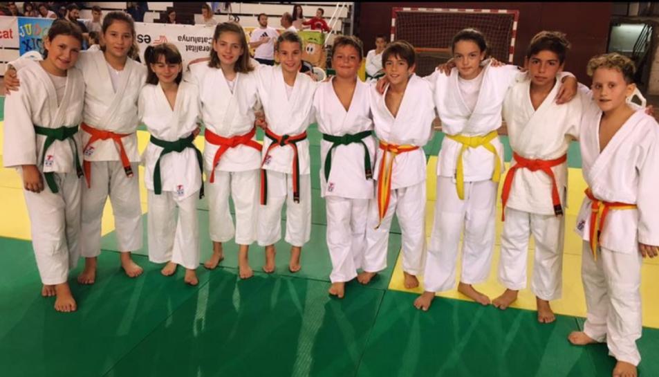 Imatge dels alumnes de judo del Reus Ploms que van participar a la competició.