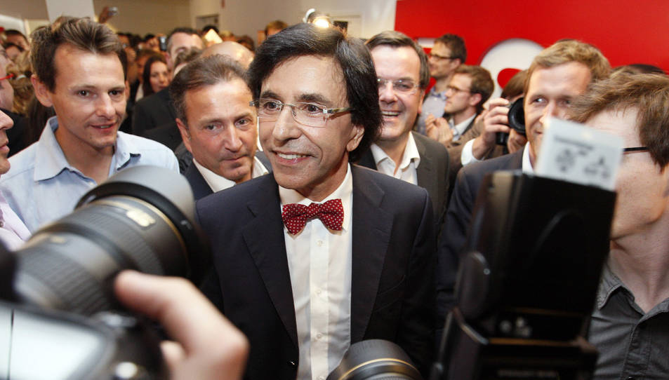Elio di Rupo a la seu del Partit Socialista de Brussel·les, en celebració després d'haver-se conegut els bons resultats del partit a les eleccions federals el 2010.