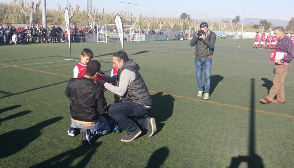 Imatge de Facebook de la UD Salou durant la presentació dels equips al camp de futbol
