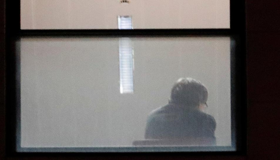 El president Carles Puigdemont a l'interior de la fiscalia belga a Brussel·les.