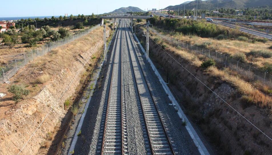 La via construïda del nou corredor al seu pas per Vandellòs.